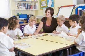 students-in-class-with-teacher-reading by  Ilmicrofono Oggiono